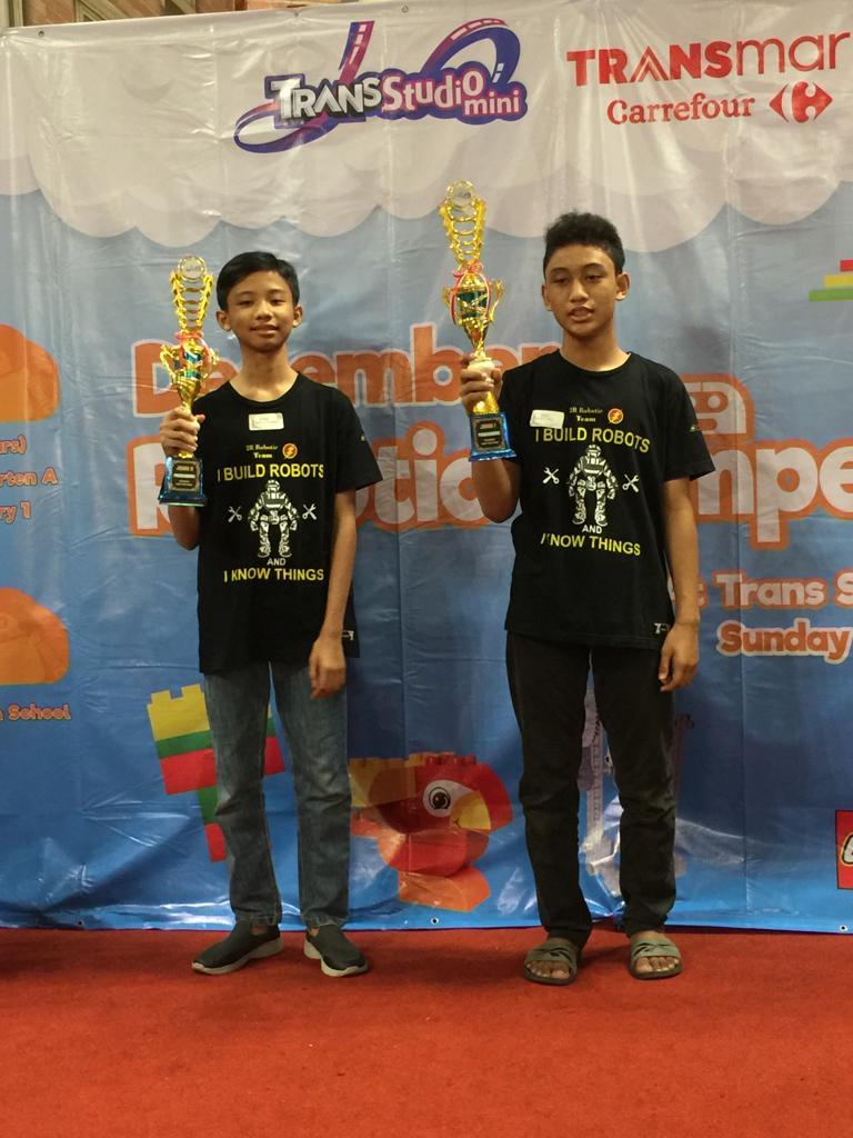 Raffi dan Rahman Kembali Juara Lomba Robotik